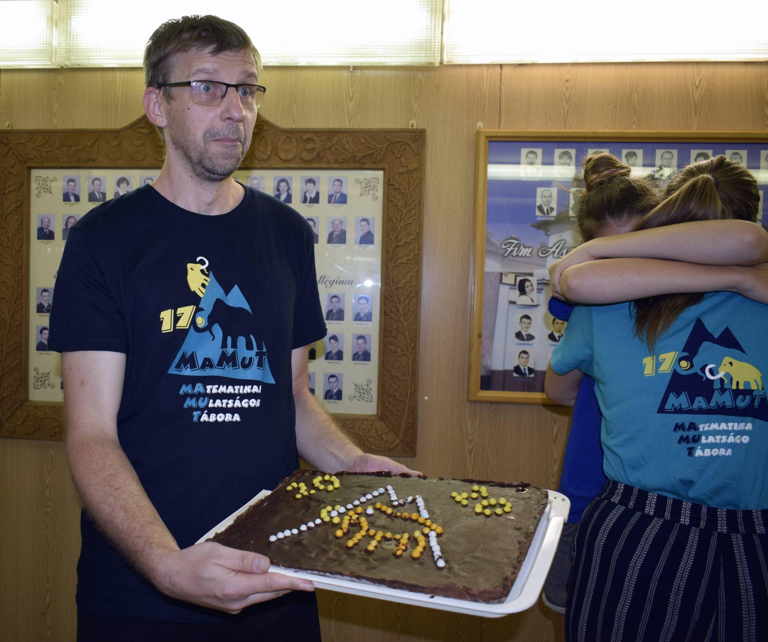 Juhász Peti tortával